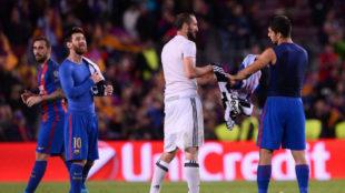 Chiellini intercambia su camiseta con Su�rez tras el �ltimo...