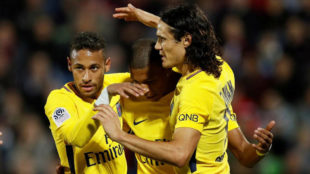 Neymar, Mbapp� y Cavani celebran un gol.