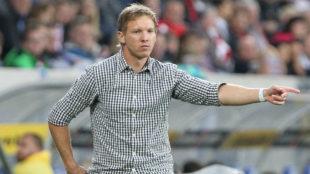 Julian Nagelsmann da indicaciones durante el partido contra el Bayern.