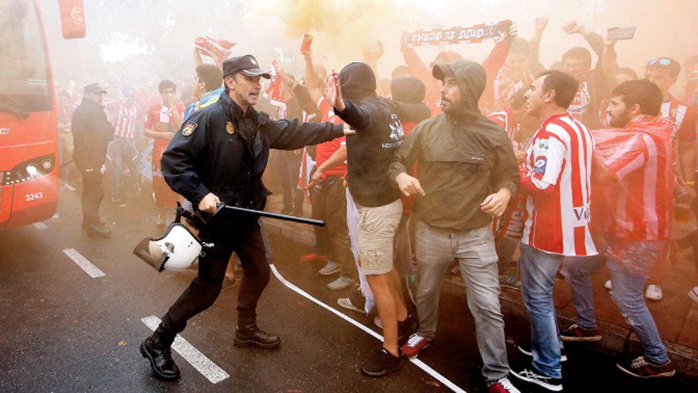 Imagen de los incidentes previos al derbi asturiano