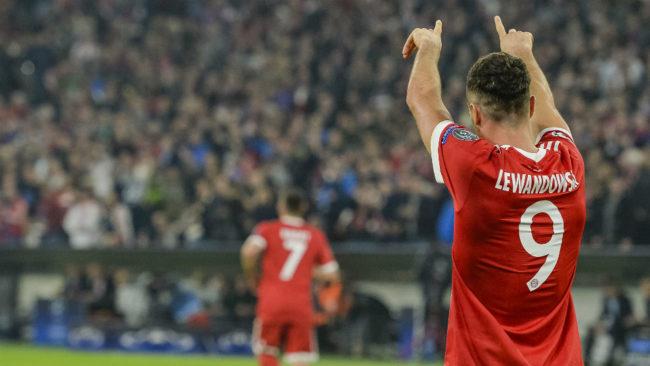 Robert Lewandowski (29) celebra el primer gol del Bayern