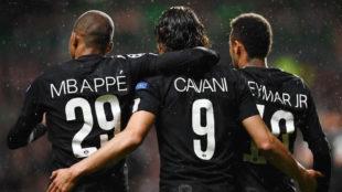 Mbapp�, Cavani y Neymar celebran uno de los goles del PSG.