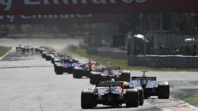 Alonso, en la cola del pelot�n del GP de Italia.