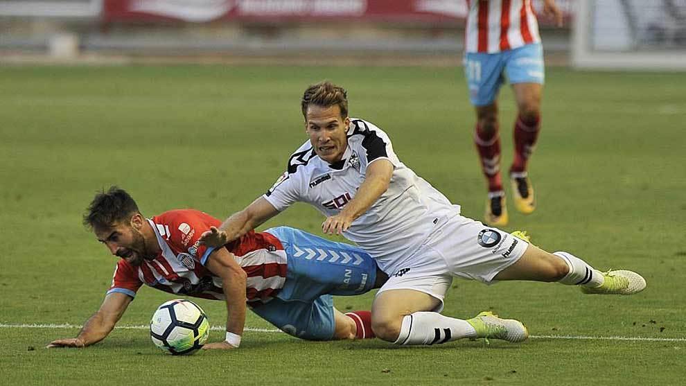 Campabadal cae ante Susaeta durante el partido del domingo en Albacete