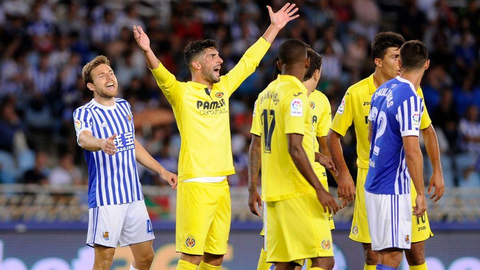 Álvaro protesta en una acción del partido entre Real Sociedad y...