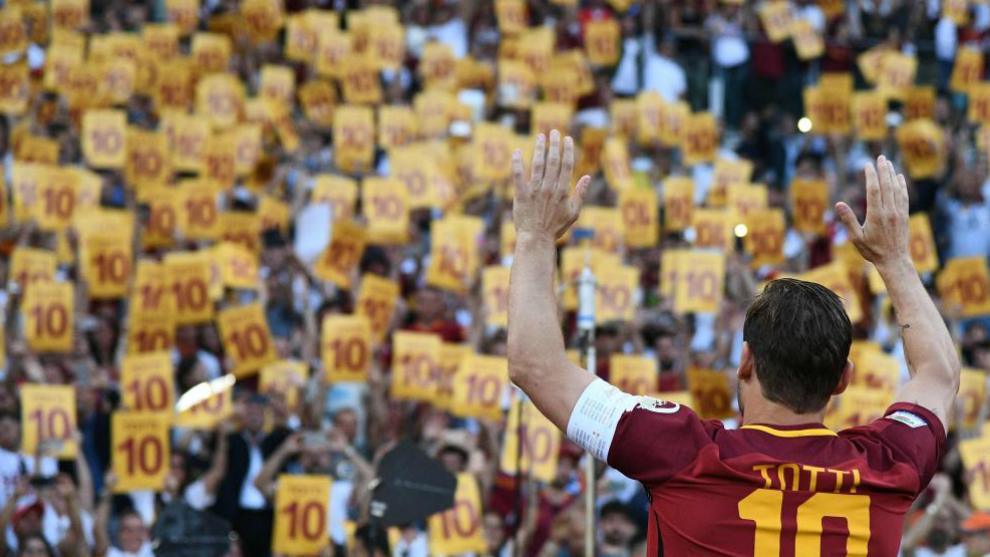 Totti se despide de la afición de la Roma en mayo de 2017