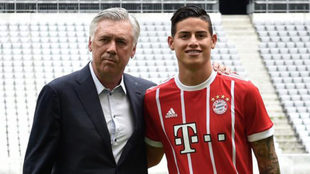 Ancelotti y James, durante la presentación del colombiano.