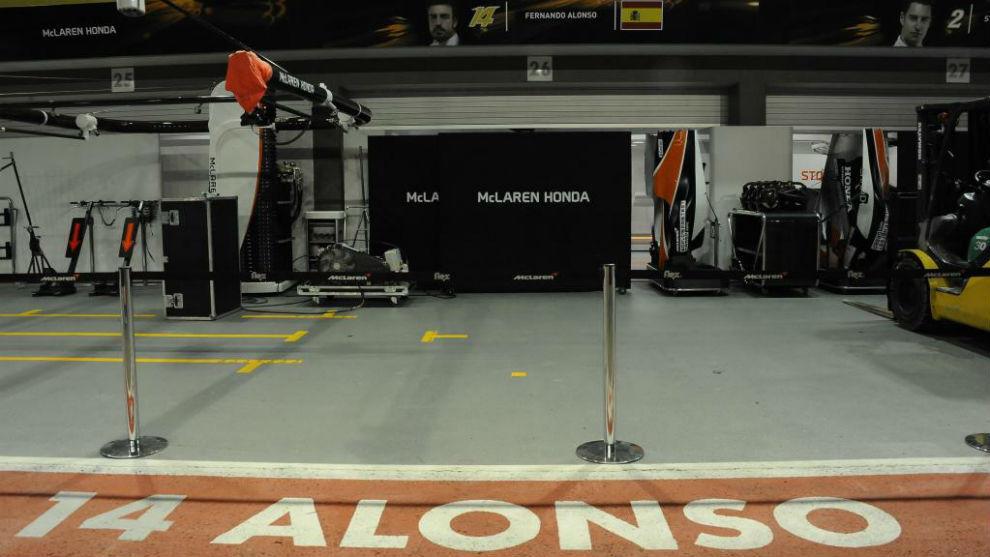 El garaje de Fernando Alonso en el circuito de Marina Bay en Singapur