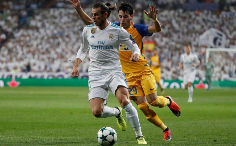 Bale controlando un balón en el partido de ayer