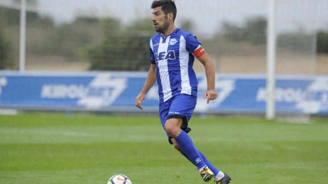 Manu García en un partido con el Alavés