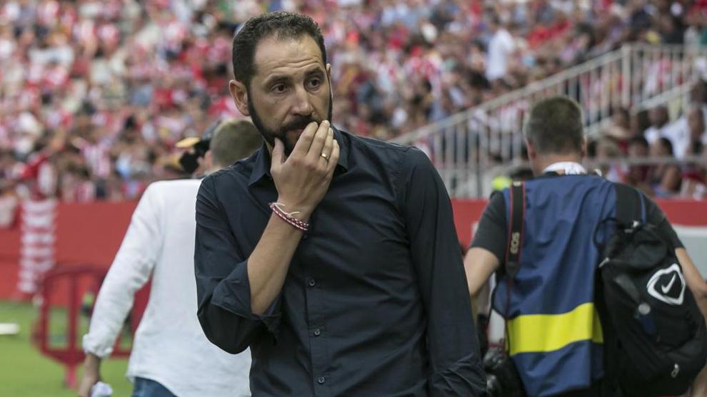 Machín (42), durante el partido entre el Girona y el Atlético de...