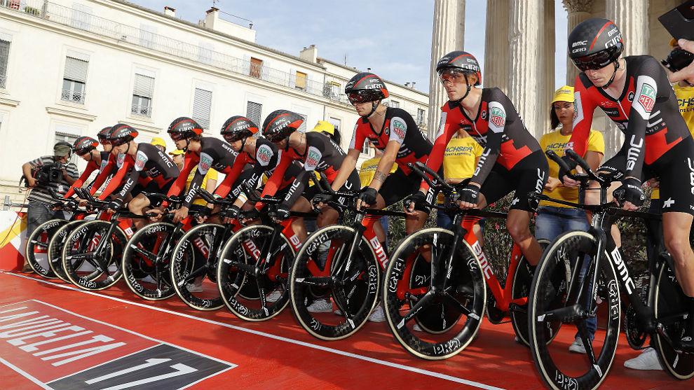 El BMC Racing Team, en la salida de la contrarreloj por equipos de la...