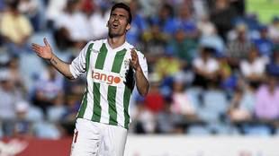 Alfaro se lamenta de una acción en el partido de Getafe de la pasada...