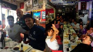 Comida de Peñas del Real Madrid en el bar de Toñín el Torero