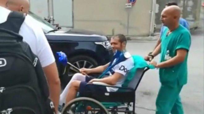 Rossi, al salir del hospital de Ancona.