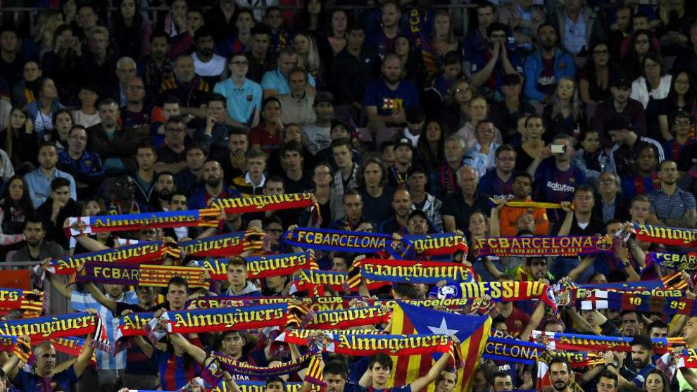 La grada del Camp Nou, durante el derbi.