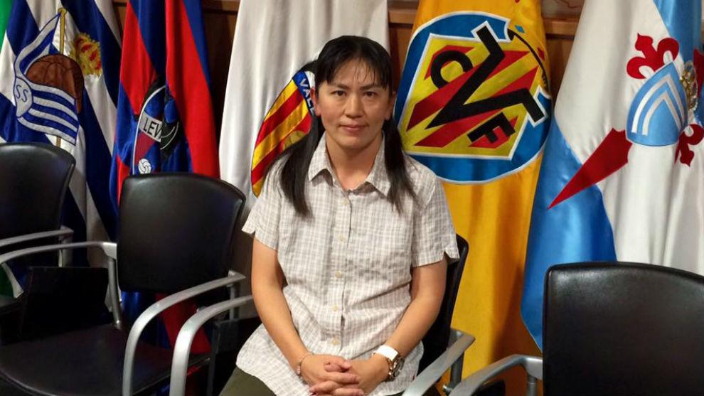 Yuriko Saeki posando en la sede de LaLiga en Madrid.
