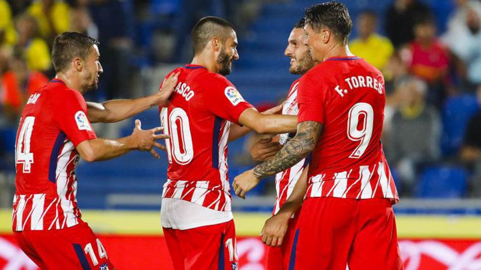 Gabi, Carrasco y Torres felicitan a Koke por uno de sus goles ante...