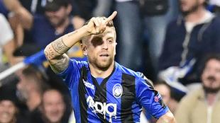 'El Papu' Gómez celebrando el gol del 2-0 ante el Everton