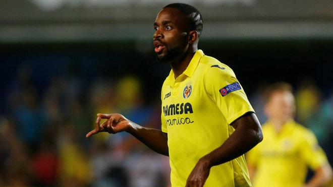 Bakambu celebra el gol que ha anotado al Astana