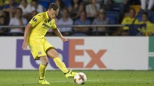 Cheryshev dispara a portería durante el partido de Europa League ante...