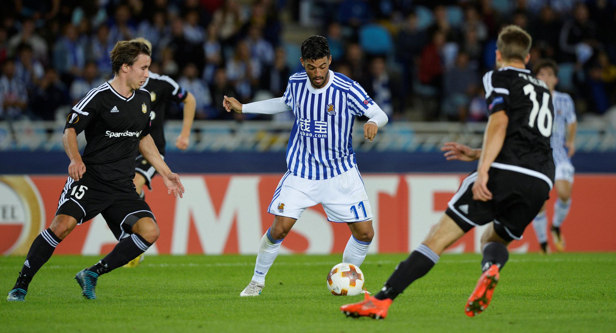 Carlos Vela en un partido con la Real Sociedad.