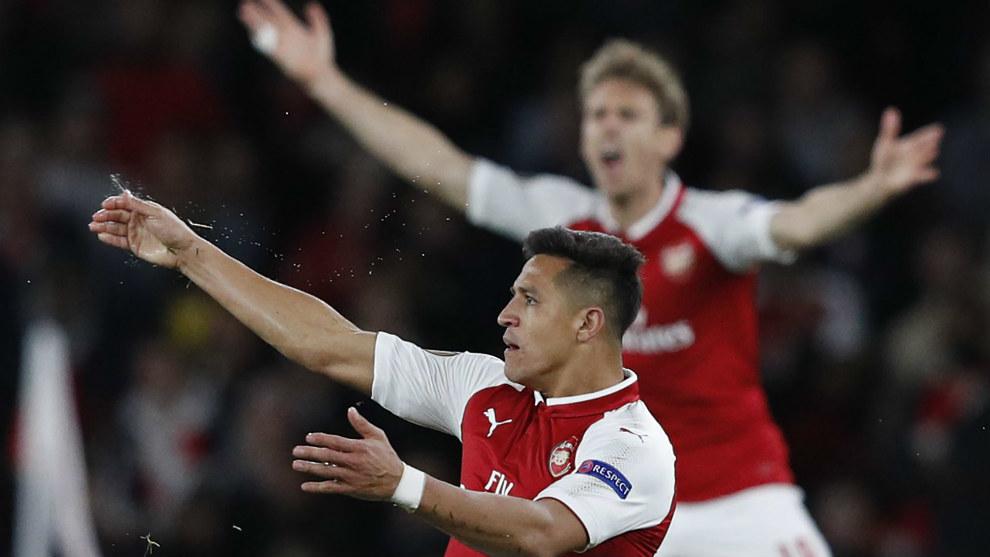 Alexis Sánchez (28) celebrando el gol del 2-1