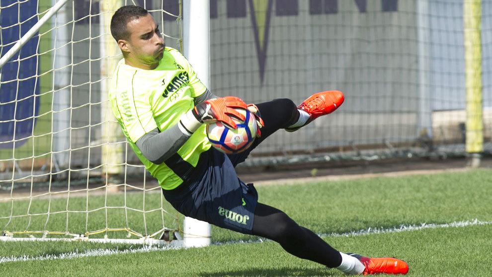 Asenjo, en el entrenamiento del Villarreal