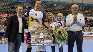 Ferrer, acompañado de su familia, en su despedida de Granollers