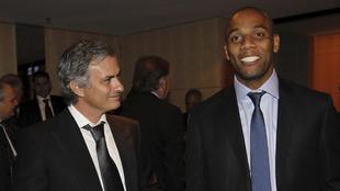 Maicon y Mourinho en una gala del Balón de Oro