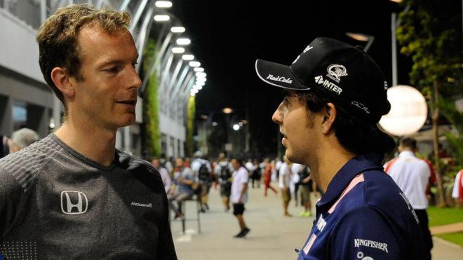Pérez, con Mark Temple, ingeniero de carrera de Fernando Alonso