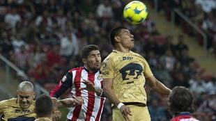 Pumas y Chivas, en su último duelo en el estadio Chivas.