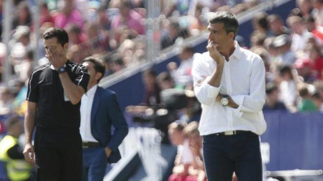 Muñiz, durante el partido ante el Valencia en el Ciutat.