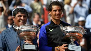 Toni y Rafa Nadal en el pasado Roland Garros, donde el entrenador...