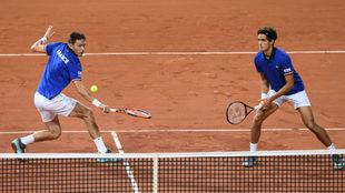 Nicolas Mahut y Pierre-Hugues Herbert, en el partido de dobles ante...