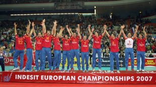 Los campeones españoles celebran su triunfo en el Olímpico de...