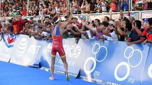 Mario Mola revalida su título de campeón del mundo