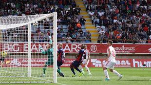 Una imagen del partido entre la Cultural Leonesa y el Huesca.