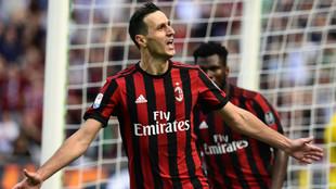 Nikola Kalinic (29), celebrando un gol ante el Udinese