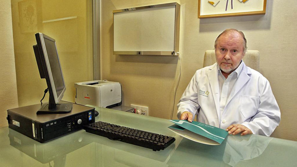 Sakari Orava, en su consulta