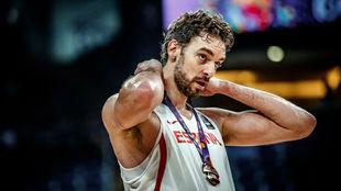 Pau Gasol, con la medalla de bronce al cuello.