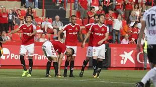 Los jugadores del Nástic celebran el segundo gol de Juan Delgado