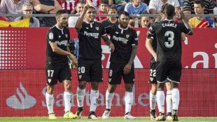 Muriel celebra con sus compa�eros su gol en Montilivi.