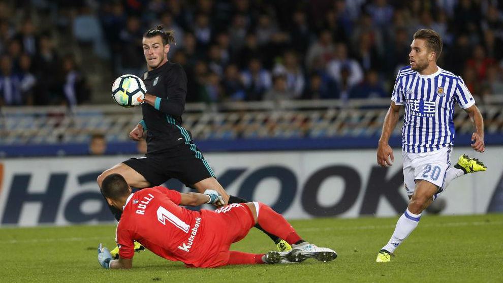 Gareth Bale supera a Rulli y anota el 1-3.