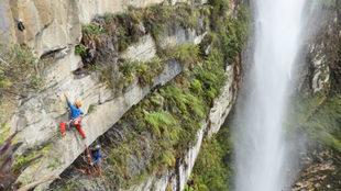 Los hemanos Pou, en la cascada del Gocta.