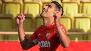 Falcao celebra uno de los goles del Mónaco al Estrasburgo.