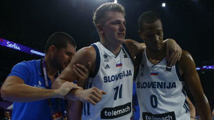 Doncic se retira de la final del Europeo ayudado por Randolph.