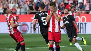Álex Granell se lamenta tras fallar un penalti ante el Sevilla.