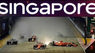Momento posterior al choque entre Vettel, Verstappen, Kimi.