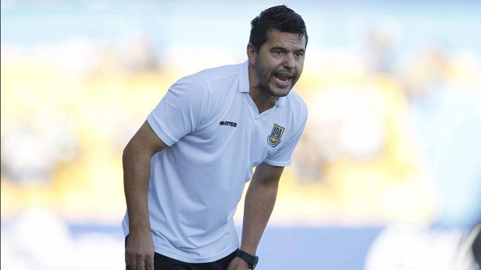 Cosmin Contra en su etapa como entrenador del Alcorcón.